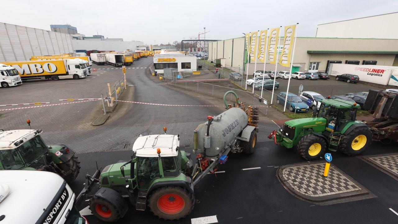 Boeren blokkeren distributiecentrum Jumbo in Veghel