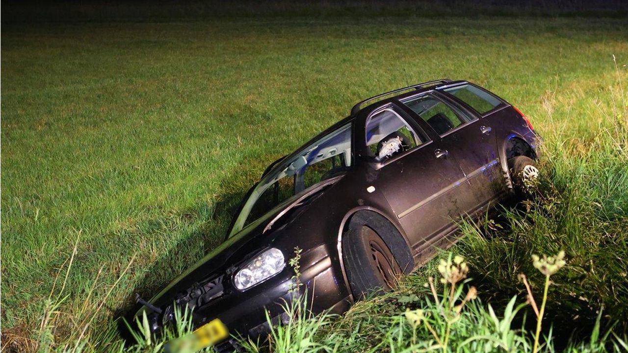 Auto van de weg in Maren-Kessel, bestuurder meegenomen na blaastest