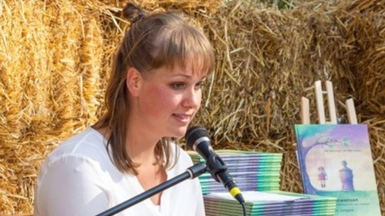 Schrijfster Laura Langens legt kinderen uit hoe dromen waarheid worden