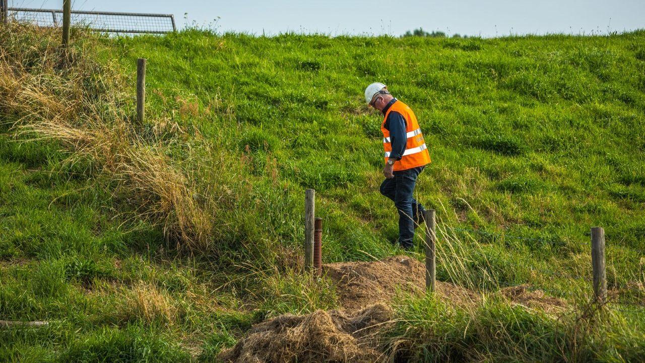 Dijkwachten bewaken komende dagen dijken langs de Maas