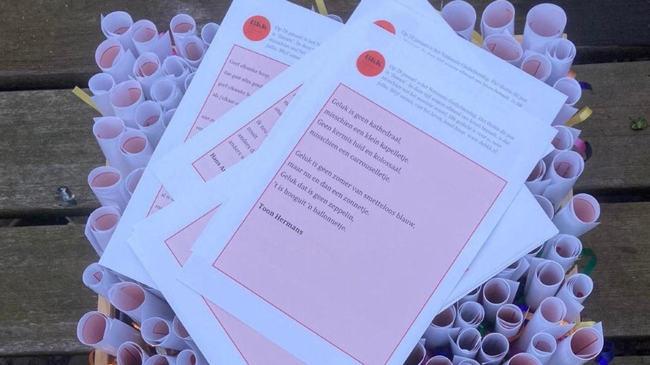 Bernhezer Kunstkring deelt 400 gedichten uit in verzorgingshuizen