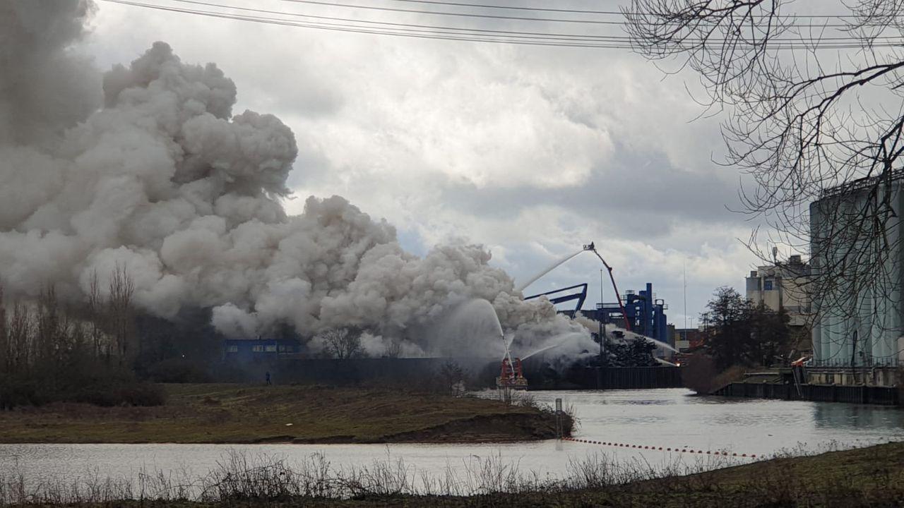 Samenstelling van rook bij grote brand Den Bosch 'binnen geldende normen'