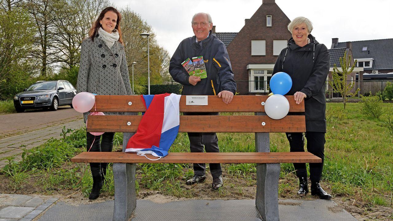 'Buurtbenkskes' feestelijk in gebruik genomen in Landerd