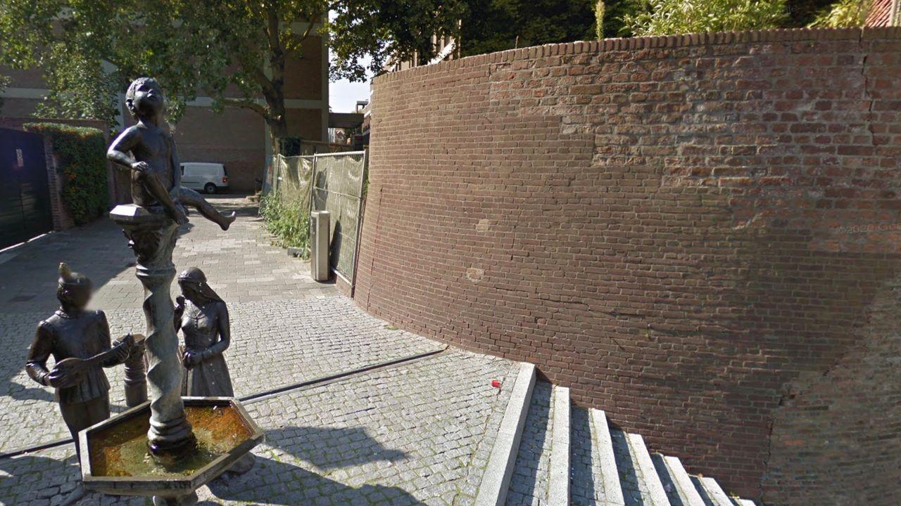 Tijdelijk terras Hotel Central achter oude stadsmuur bij 'Dieske'