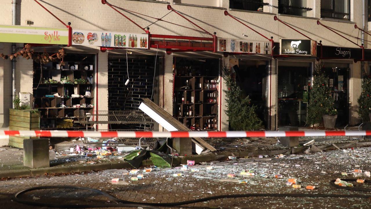 Ravage na vermoedelijke aanslag op supermarkt Heeswijk-Dinther;  'Het was een enorme knal!'