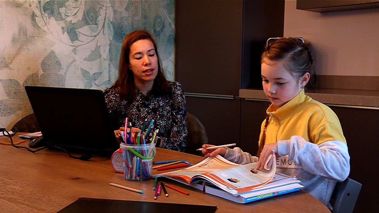 Thuiswerken én thuis leren: 'We worden inmiddels af en toe wel gek van elkaar'