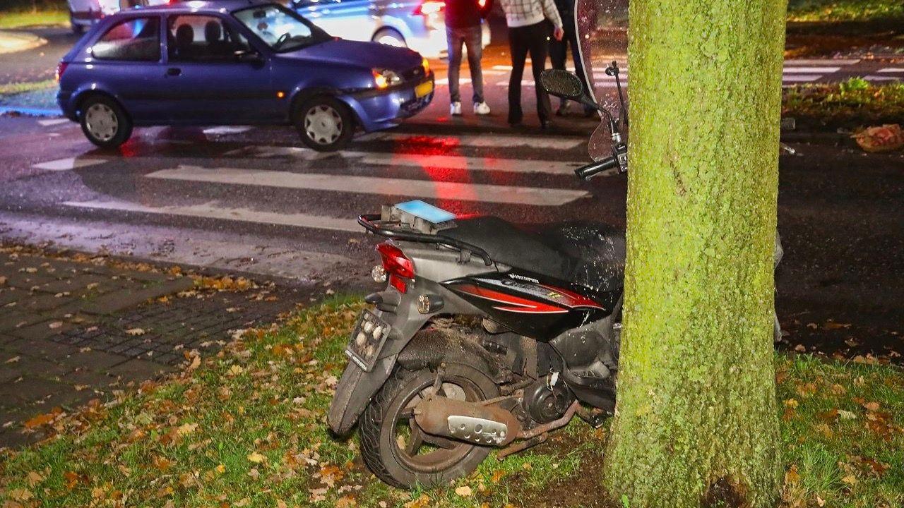 Scooterrijdster lichtgewond bij aanrijding in Oss