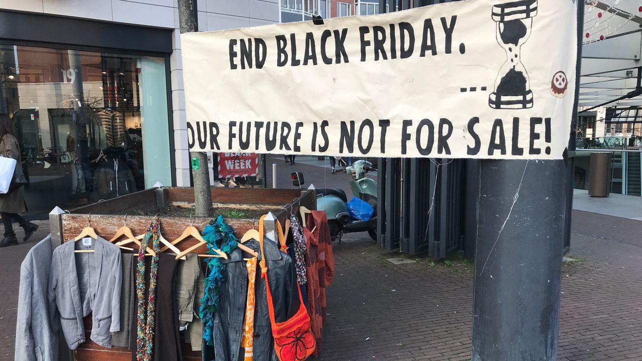 Gratis kleding bij Arena Den Bosch als protest tegen Black Friday