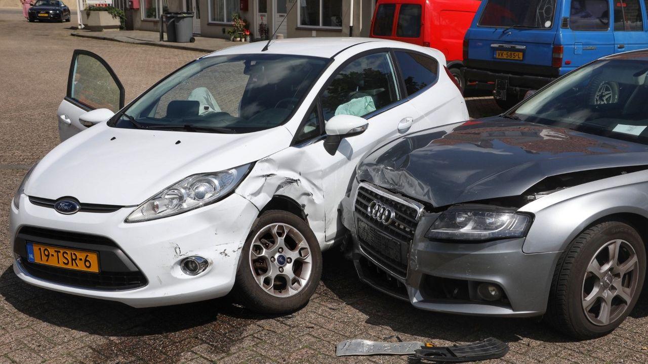 Auto's tegen elkaar aangebotst in Oss