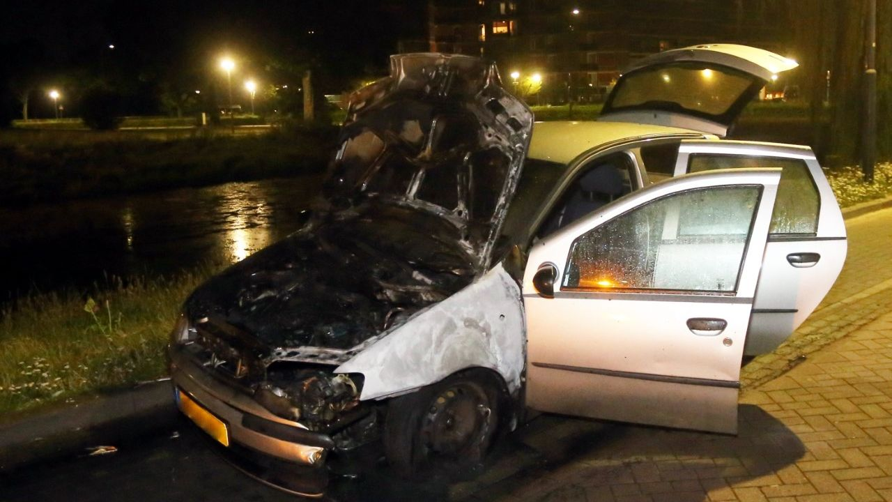 Voor de derde keer autobrand aan het Klokkendiep in Den Bosch
