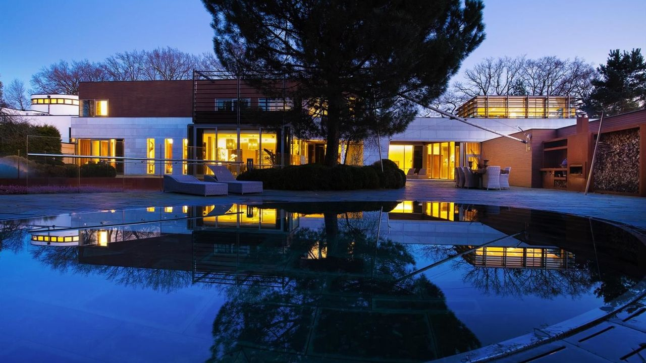 Geld over? Hollywood-achtige villa voor 11 miljoen euro te koop in Uden