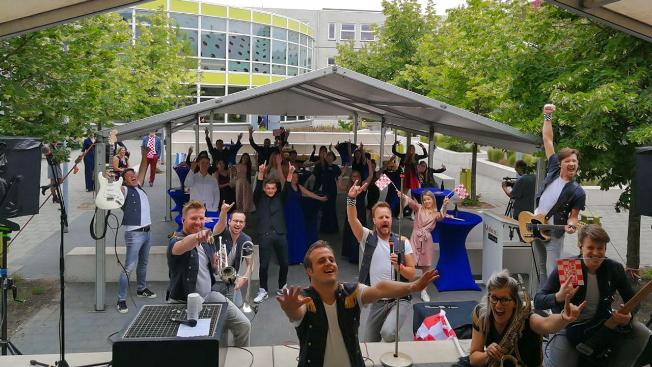 Cocktails, feest én bezoek van minister Slob: geslaagden Uden krijgen waardig afscheid