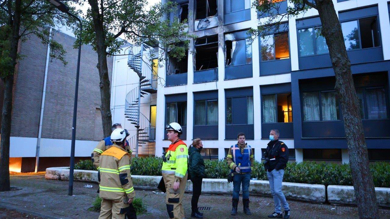 Brand verstoort housewarming Sam (23): 'De politie schreeuwde dat we het pand moesten verlaten'