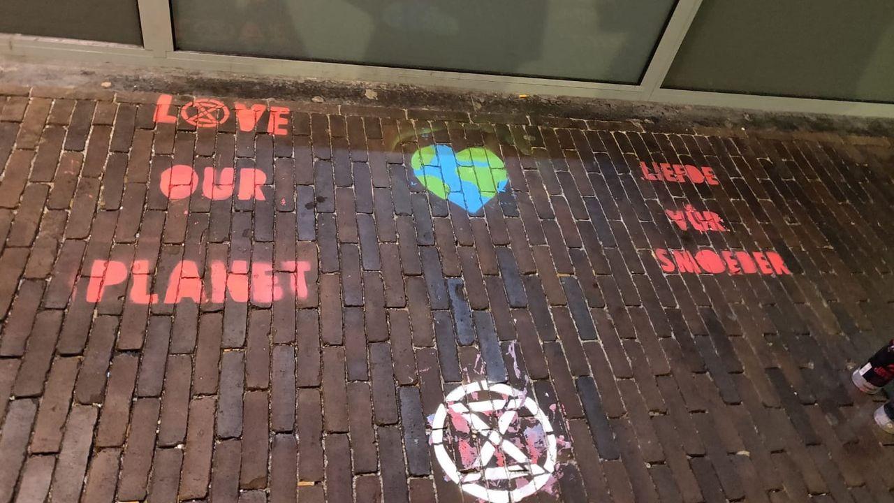 Acties Extinction Rebellion Den Bosch: 'Stop met Black Friday'