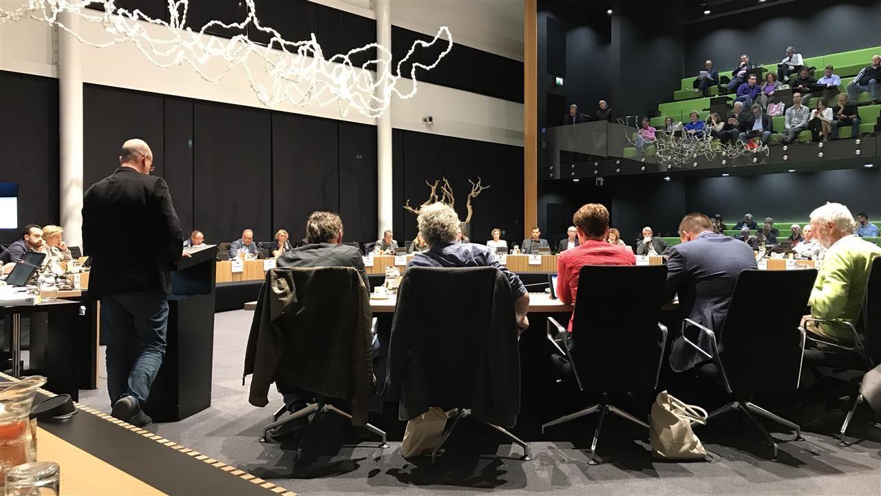 Fractievoorzitters over onderzoek Den Dekker: 'feiten moeten boven tafel komen'