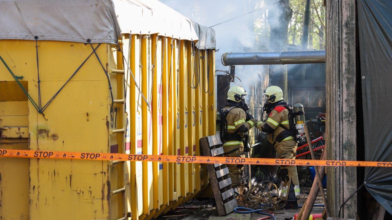 Mogelijk asbest vrijgekomen na brand bij klompenmaker in Schijndel