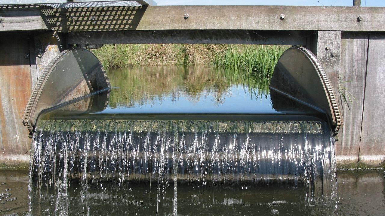 Automatische stuwen moeten droogteprobleem in natuur bij Zeeland oplossen