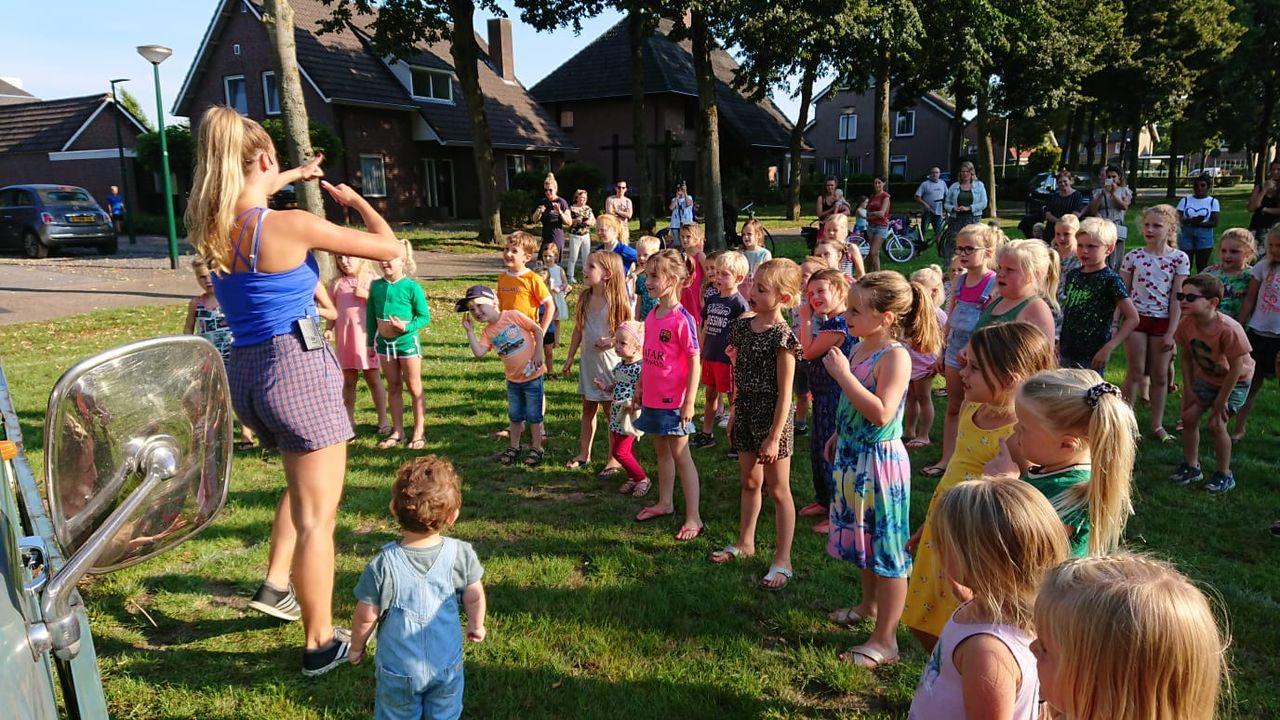 Tientallen kinderen gaan los bij eerste Martje's Minidisco
