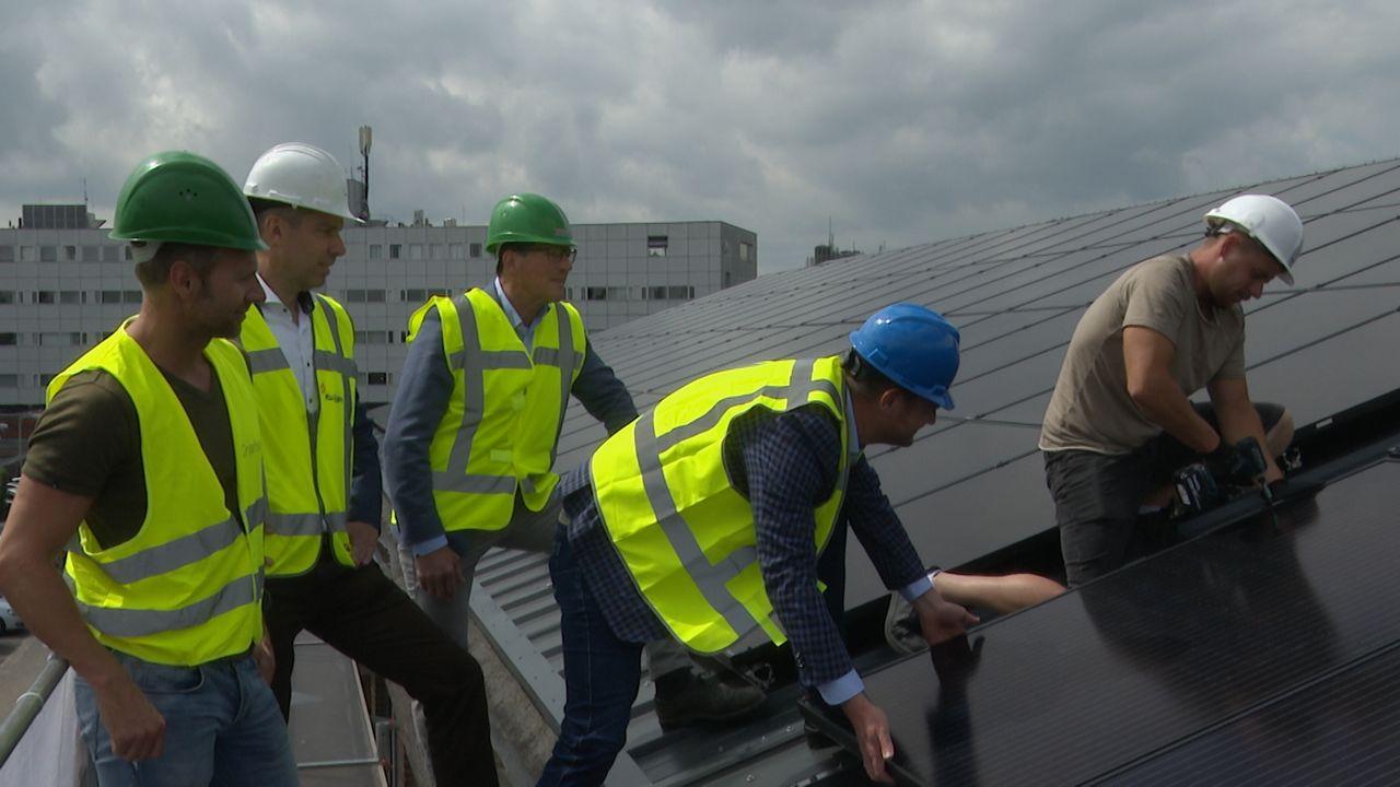 Zonnepanelen op dak van kringloopwinkel: 'enorm belangrijk om energie te besparen'