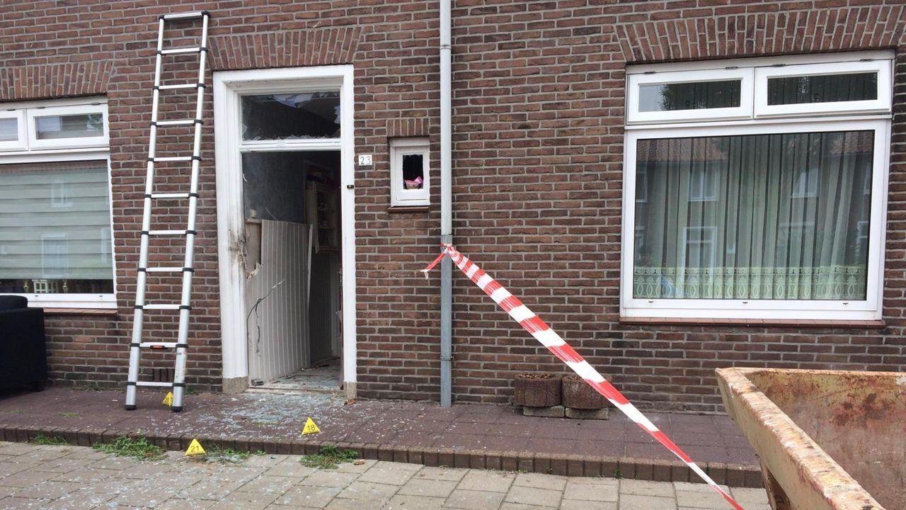 Vuurwerkbom bij woning Verlengde Tuinstraat in Oss in Bureau Brabant