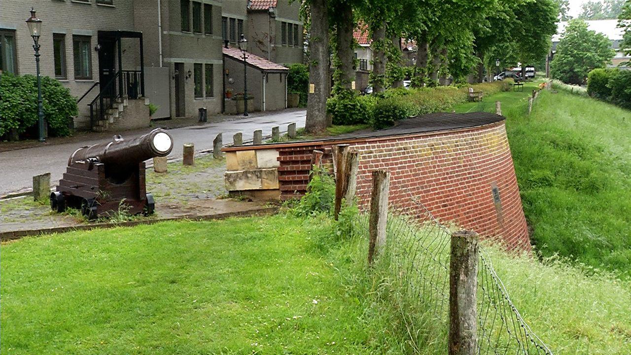 Wel of geen vestingmuur in Ravenstein? Het houdt de gemoederen flink bezig in het stadje