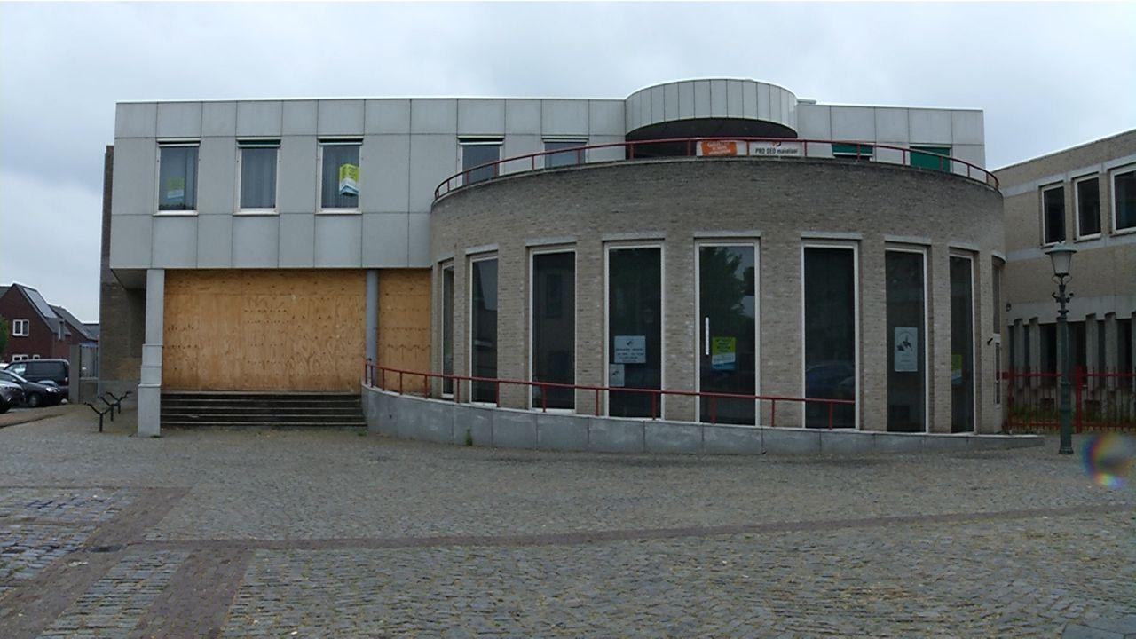 Geffen wacht af; wat komt er op de plek van het gemeentehuis?