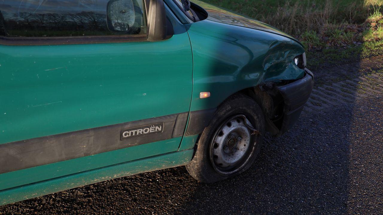 Fietser aangereden in Vorstenbosch, automobilist nam vermoedelijk bocht te hard