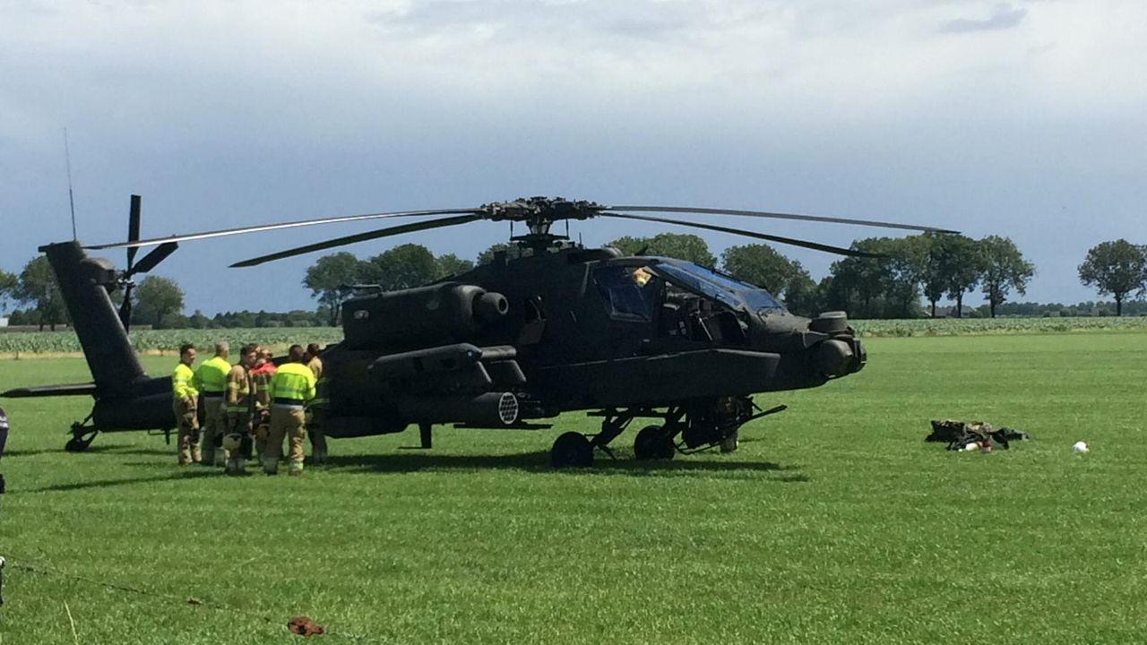 Gevechtshelikopter maakt noodlanding in weiland in Lith