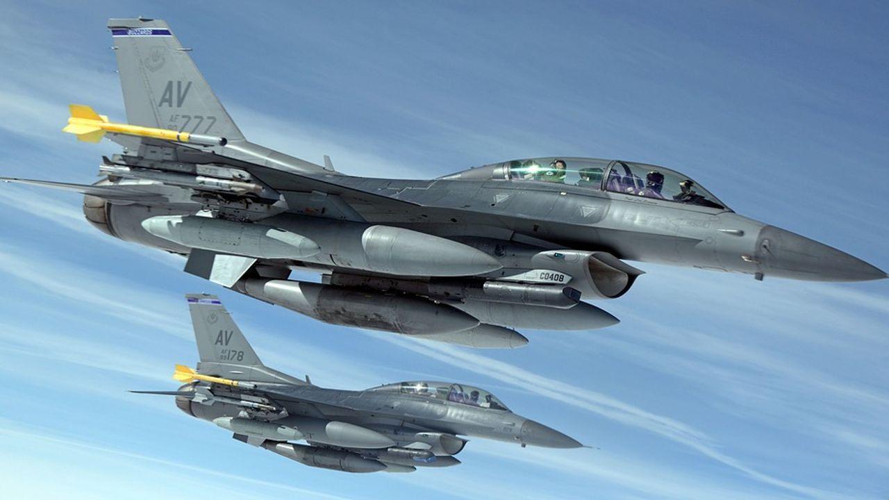 Oefeningen F-16's en helikopters op Vliegbasis Volkel