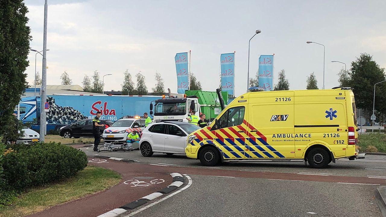 Fietser aangereden door auto op Industrielaan Uden