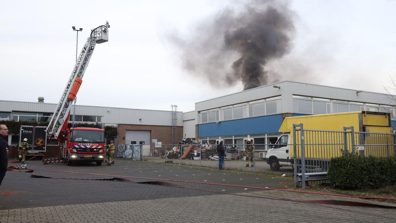 Grote brand bij kringloopwinkel aan Energielaan in Uden