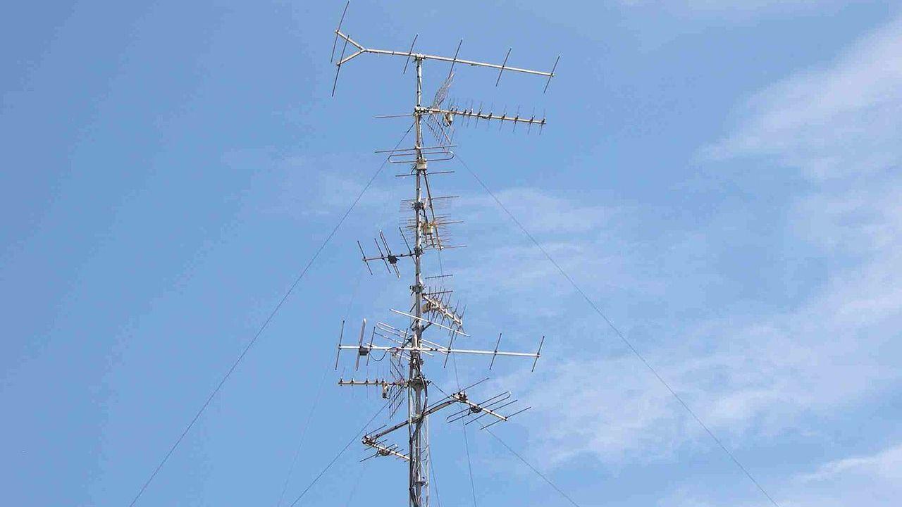 4G-zendmast naast kinderdagverblijf in Rosmalen van de baan