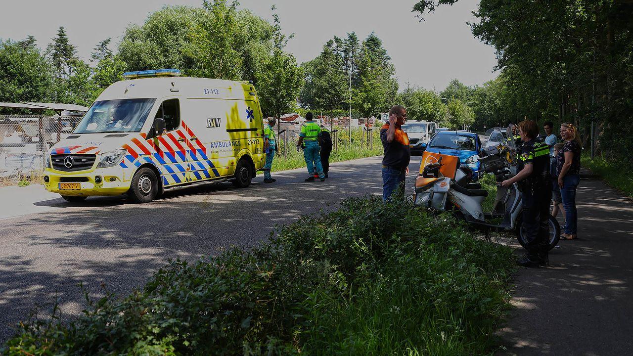 Postbezorger gewond bij aanrijding in Geffen