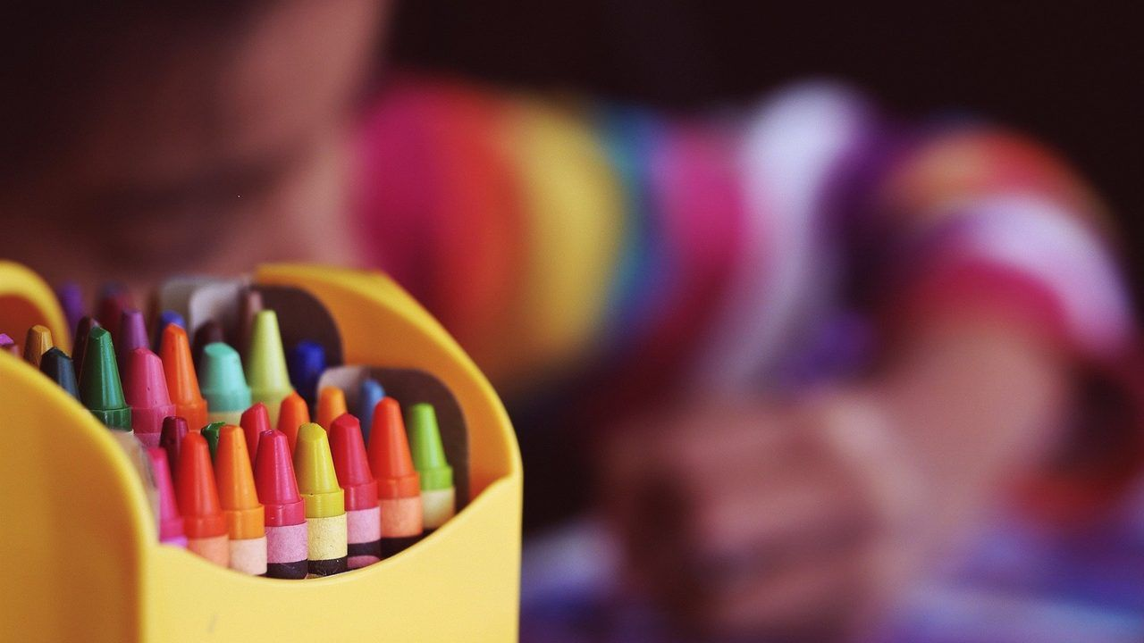 230 tasjes voor kinderen uit minima gezinnen