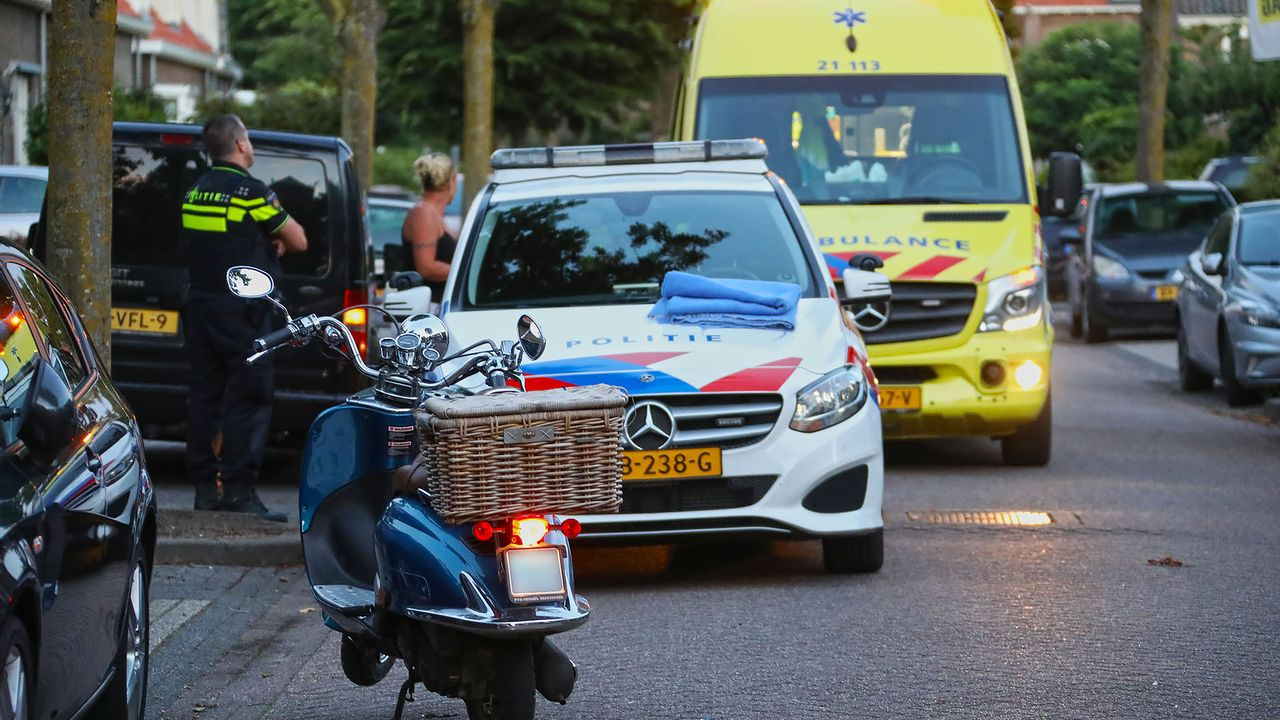 Scooterrijdster gewond bij aanrijding Oss