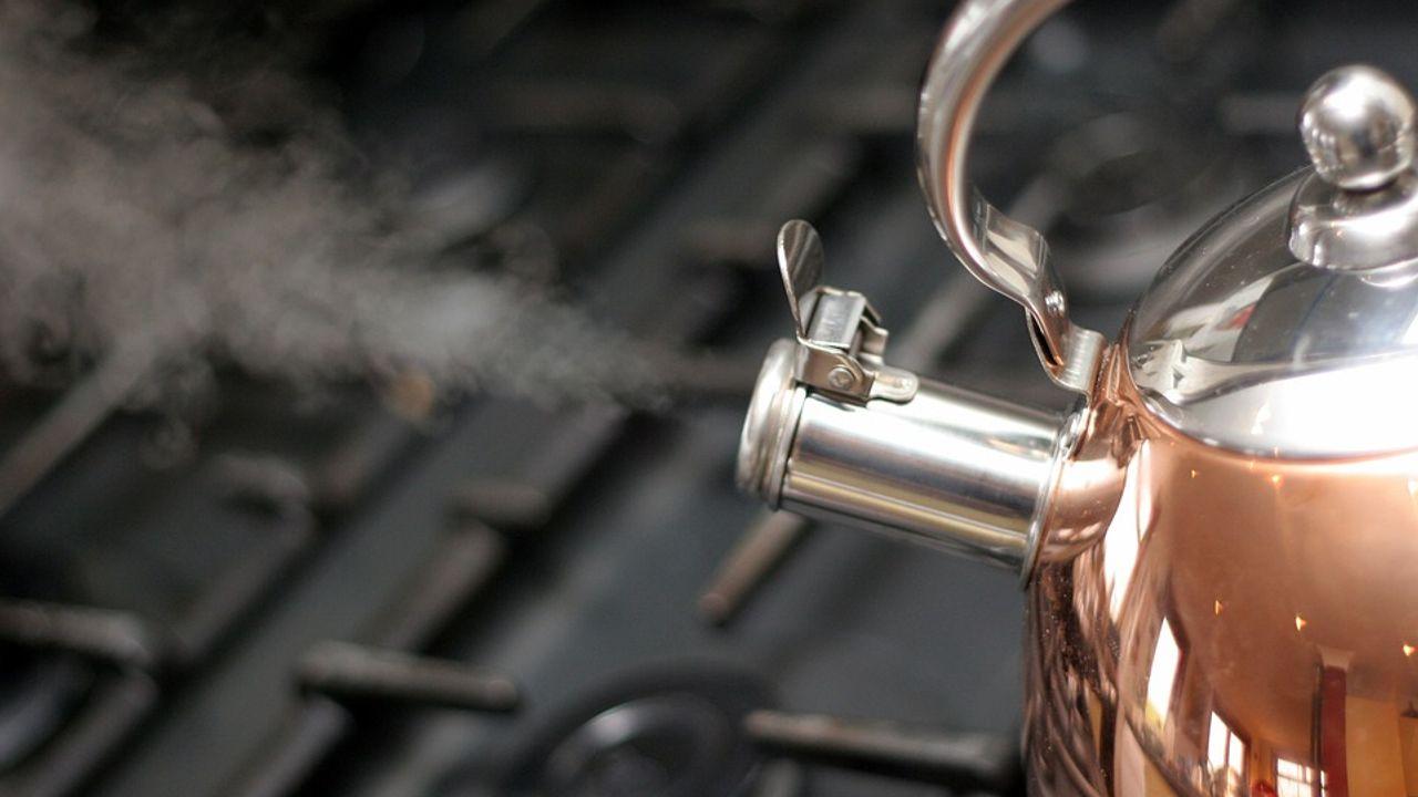 OM eist drie jaar cel voor man die kokend water over vrouw goot
