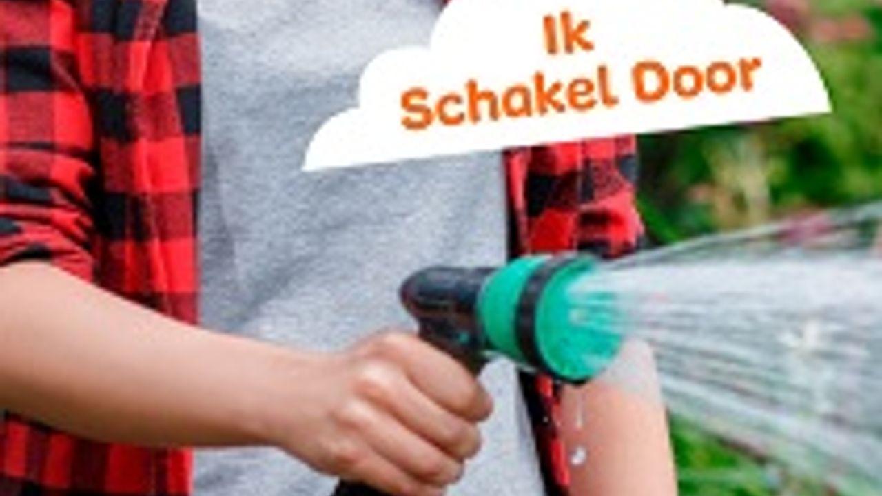 Osse Annelies bespaart water met zingen onder de douche