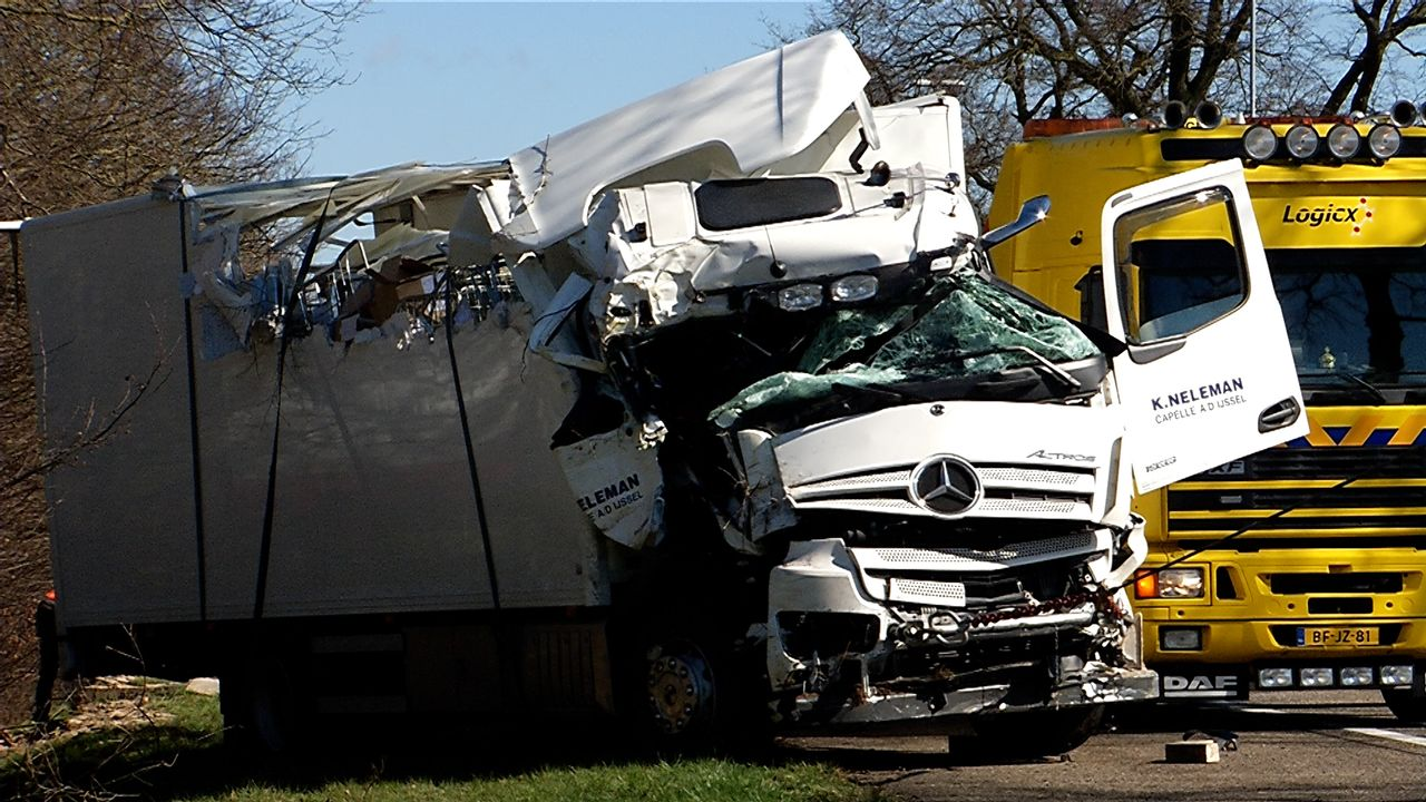 File na ongeval met vrachtauto op A59 bij Heesch