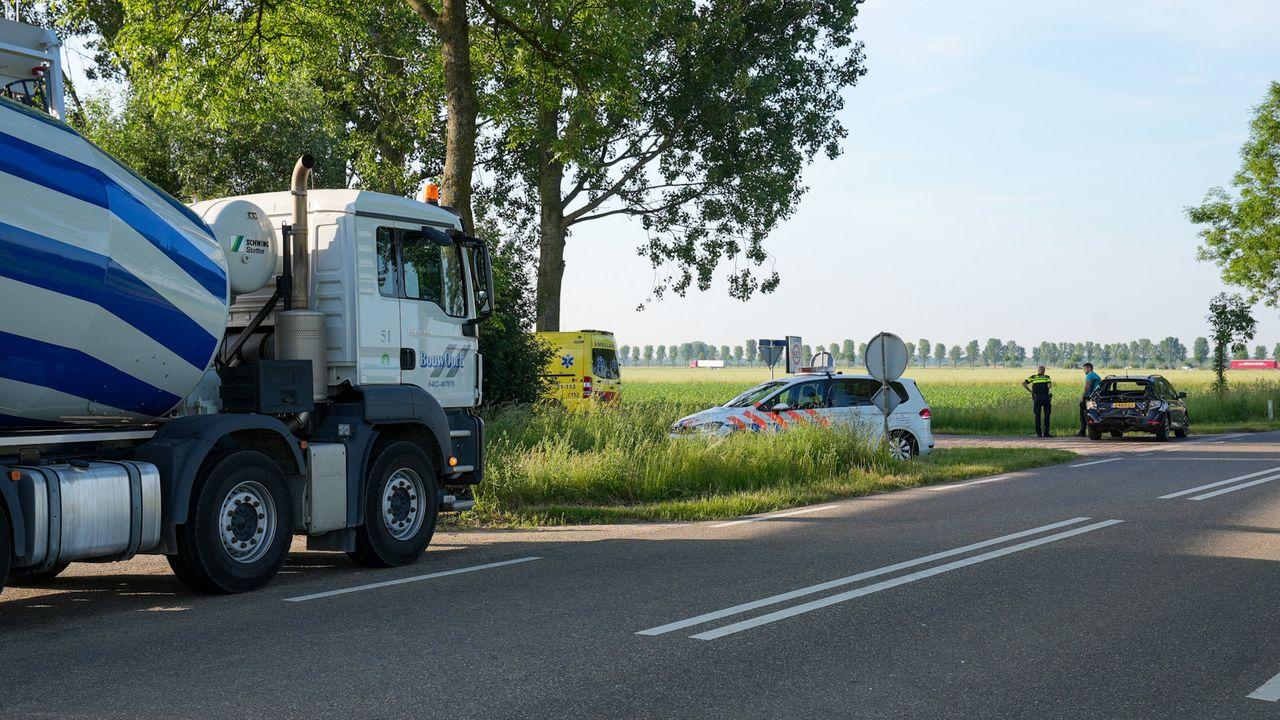 Vrachtwagen knalt achterop auto in Megen