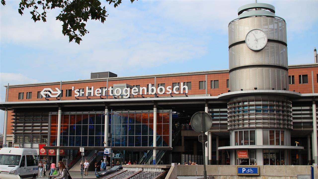 Minder treinen tussen Den Bosch en Utrecht door een gestrande trein
