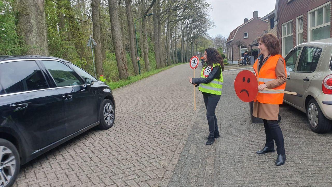 Actie tegen snelheidsovertreders in Heeswijk-Dinther: 'Dertig kilometer is écht de maximale snelheid'
