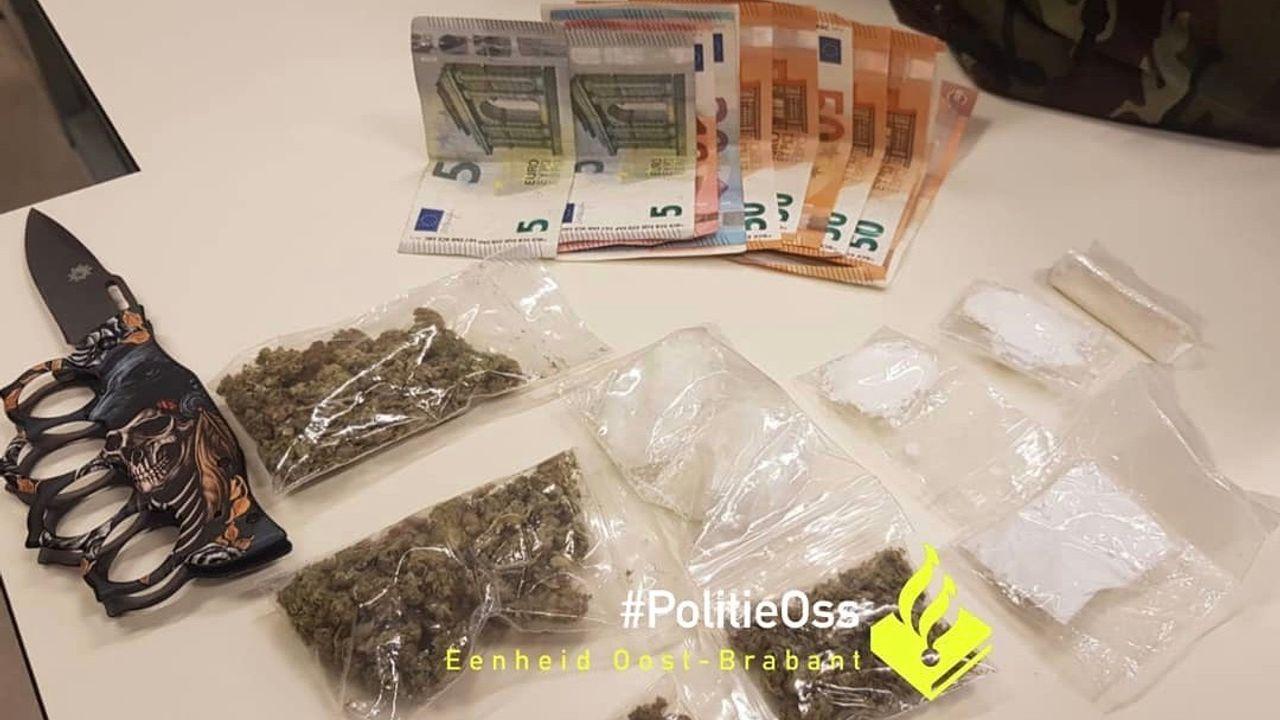 Automobilist in Oss gepakt met drugs, geld en wapens