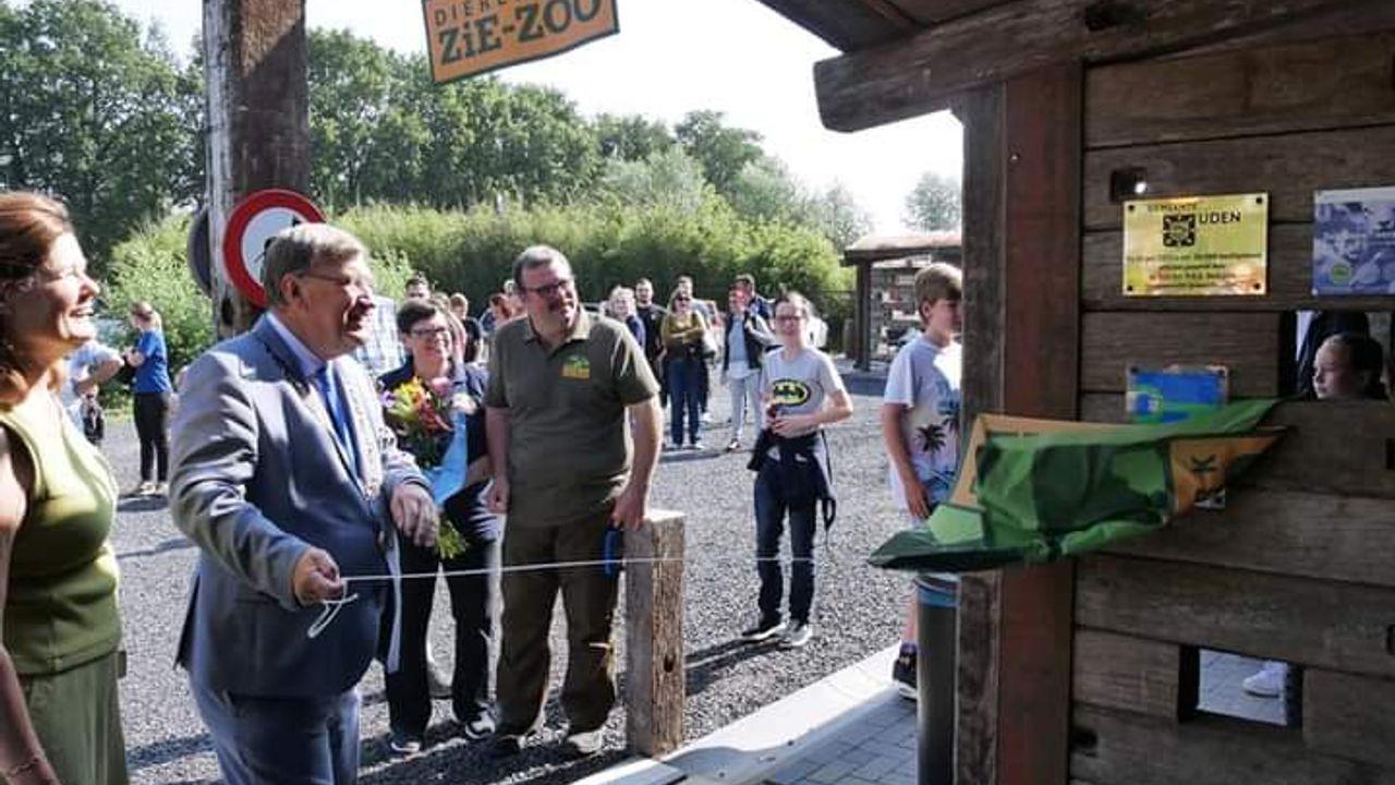 Burgemeester Hellegers opent nieuw entreegebouw bij dierenpark ZieZoo in Volkel: 'Dit is super'