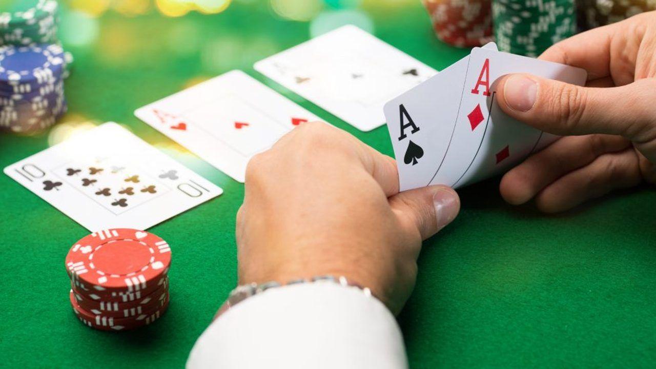 Politieagenten vallen binnen tijdens illegale pokeravond in Teeffelen