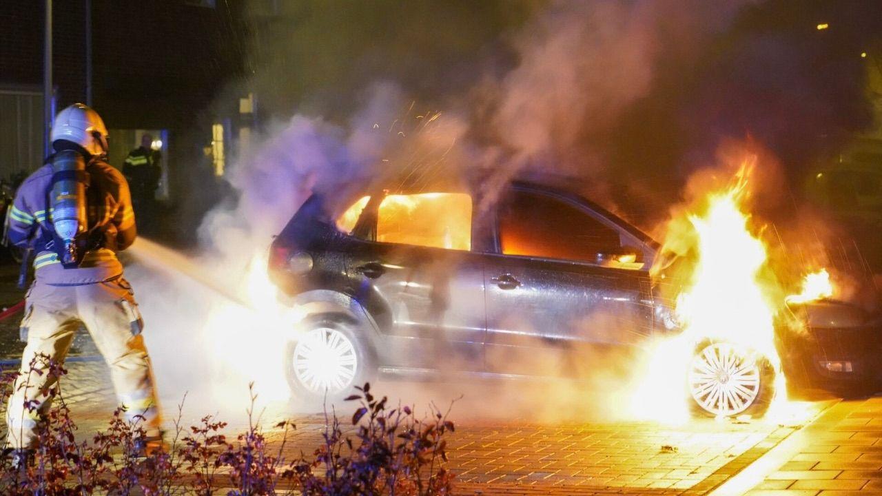 Auto uitgebrand op Burgemeester Ploegmakerslaan in Oss