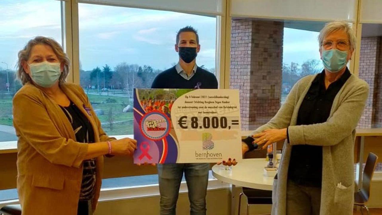 Stichting Berghem tegen Kanker schenkt bedrag aan Vrienden van Bernhoven