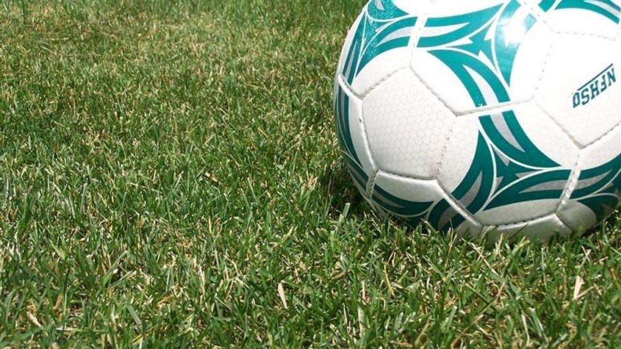 Controle coronamaatregelen voetbalclubs, teveel toeschouwers bij Emplina