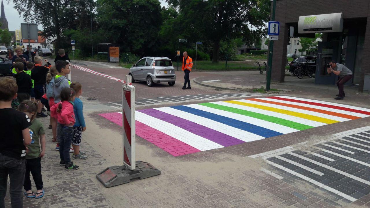 Lopen over de regenboog in Heeswijk-Dinther