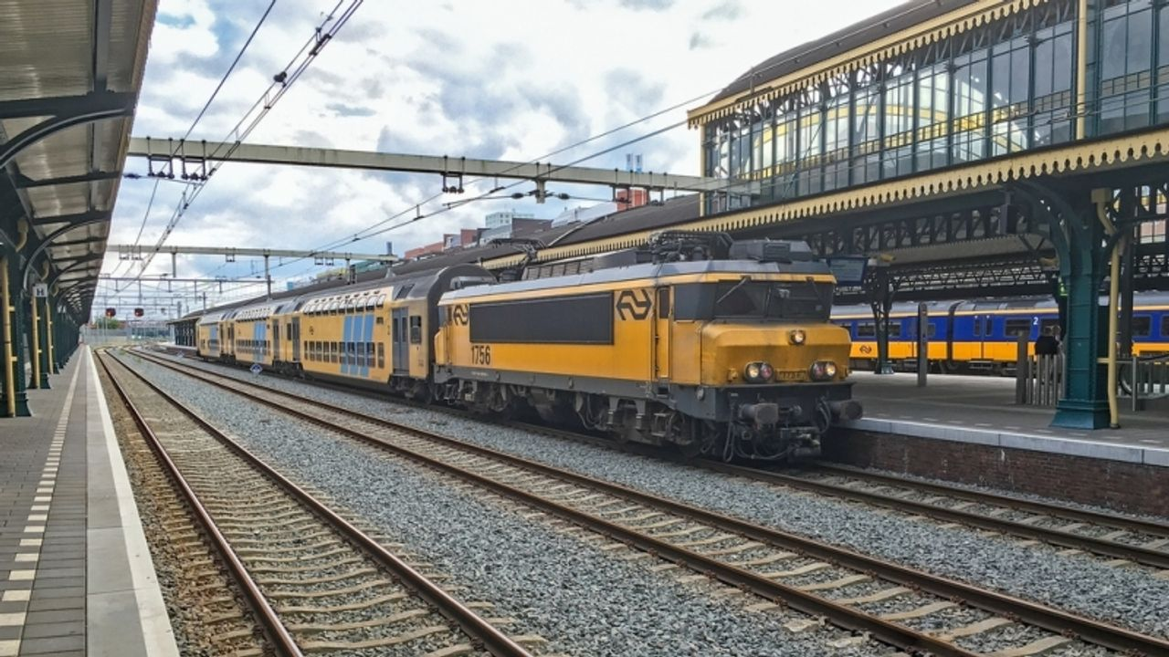 Minder treinen door blikseminslag tussen Utrecht en Den Bosch