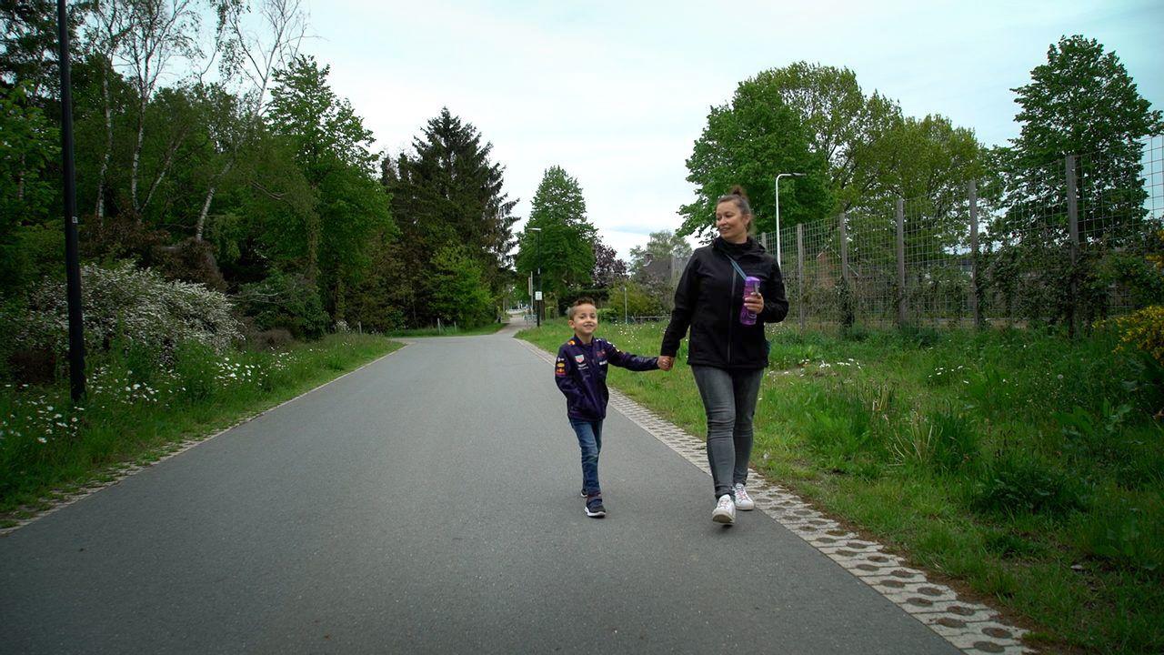 Druilweer omzeilen en eigen route bepalen: Kyano en zijn moeder lopen zelf de wandelvierdaagse